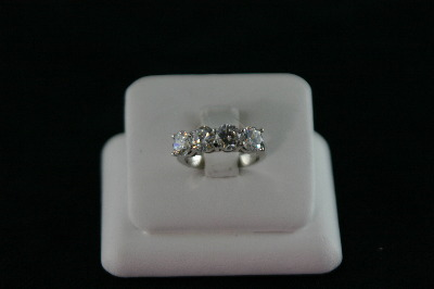 14KT White Gold Four Cubic Ring 5.6gr