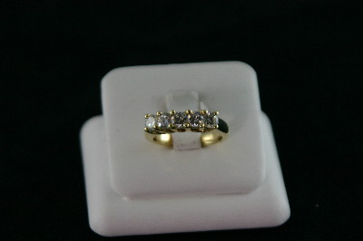 14KT Y/G Cubic 5-stone Ring 8.8gr