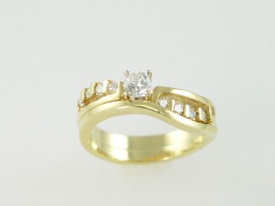 14KT Y/G Set Diamond 0.25ct - One Round Diamond 0.32ct Ring