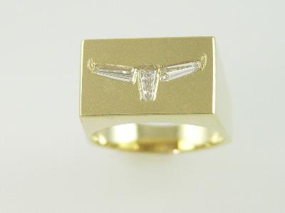 14KT Y/G Diamond Baguette 0.65ct Steer Head Ring 13.4gr