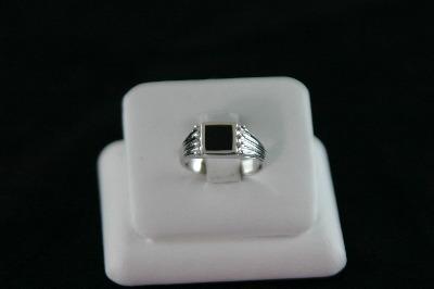 14KT White Gold Onyx Ring5.1gr