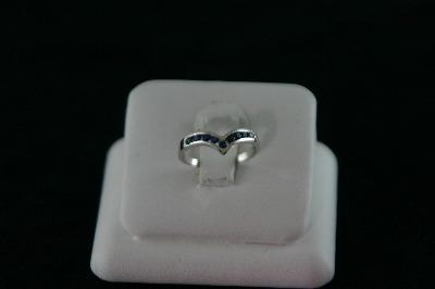 14KT White Gold Sapphire 0.40ct V Shape Band