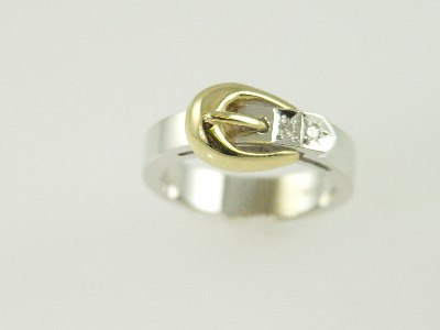14KT White and Yellow Gold Buckle Diamind 0.10ct Ring