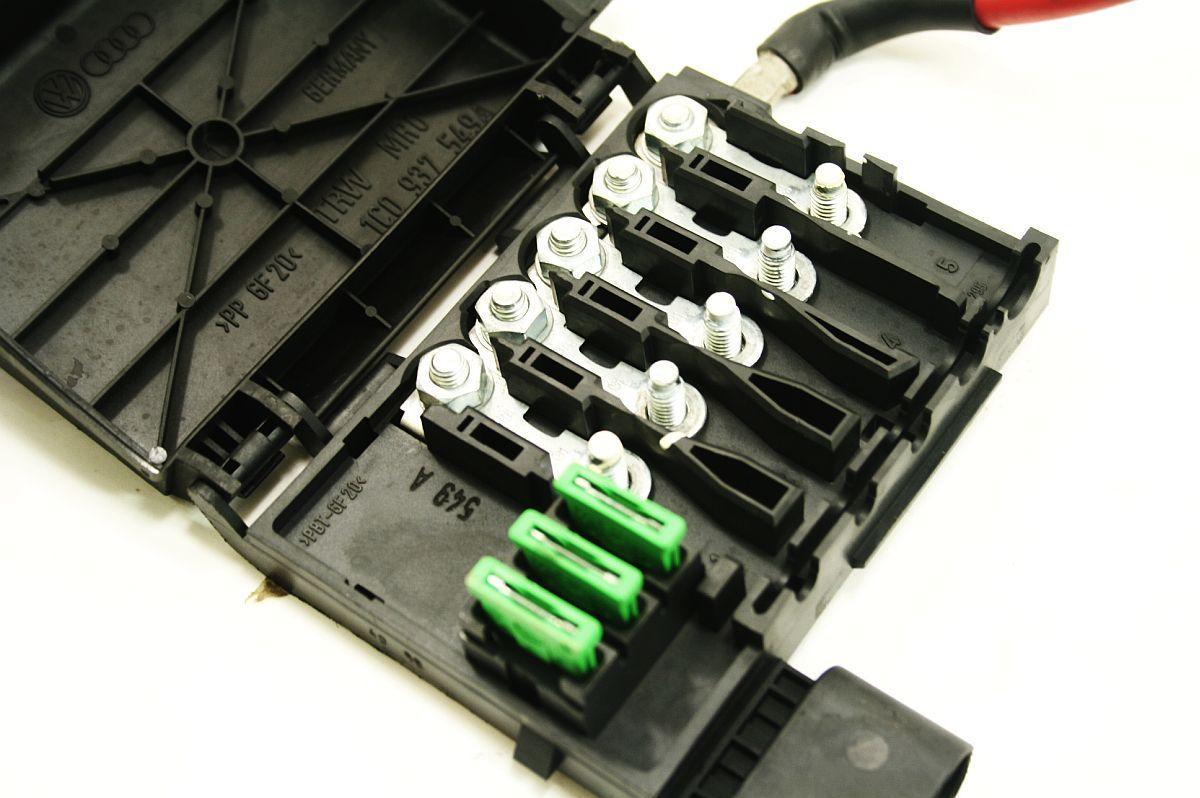 battery distribution fuse block 98 05 vw jetta golf beetle. Black Bedroom Furniture Sets. Home Design Ideas
