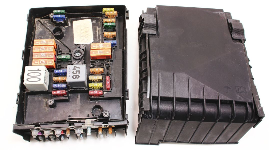 cp007286 fuse relay block 05 09 vw jetta rabbit mk5 25 under hood box 1k0 937 125 3 fuse relay block box 05 09 vw jetta rabbit mk5 2 5 genuine vw rabbit fuse box at mifinder.co