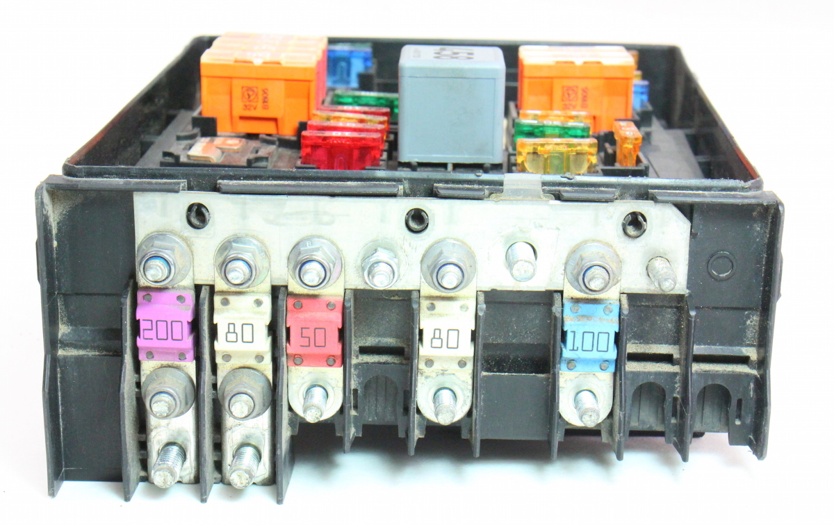 fuse relay block  vw jetta mk tdi  hood engine bay box    carpartssale
