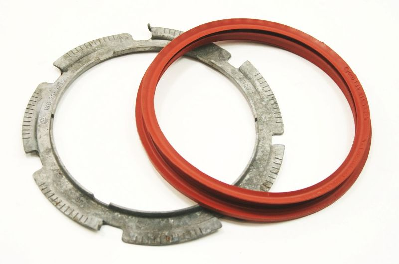 Fuel Pump Lock Ring  U0026 Seal 04