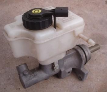 Master Cylinder 05 09 Vw Jetta Rabbit Mk5 2 5 Genuine Oe