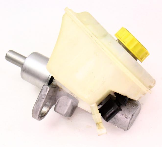 Brake Master Cylinder  U0026 Reservoir 04
