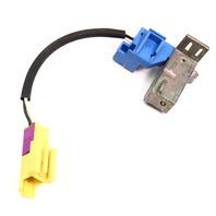 LH Driver SeatBelt Shoulder Belt Plug Connector 01-05 VW Beetle - 27213118