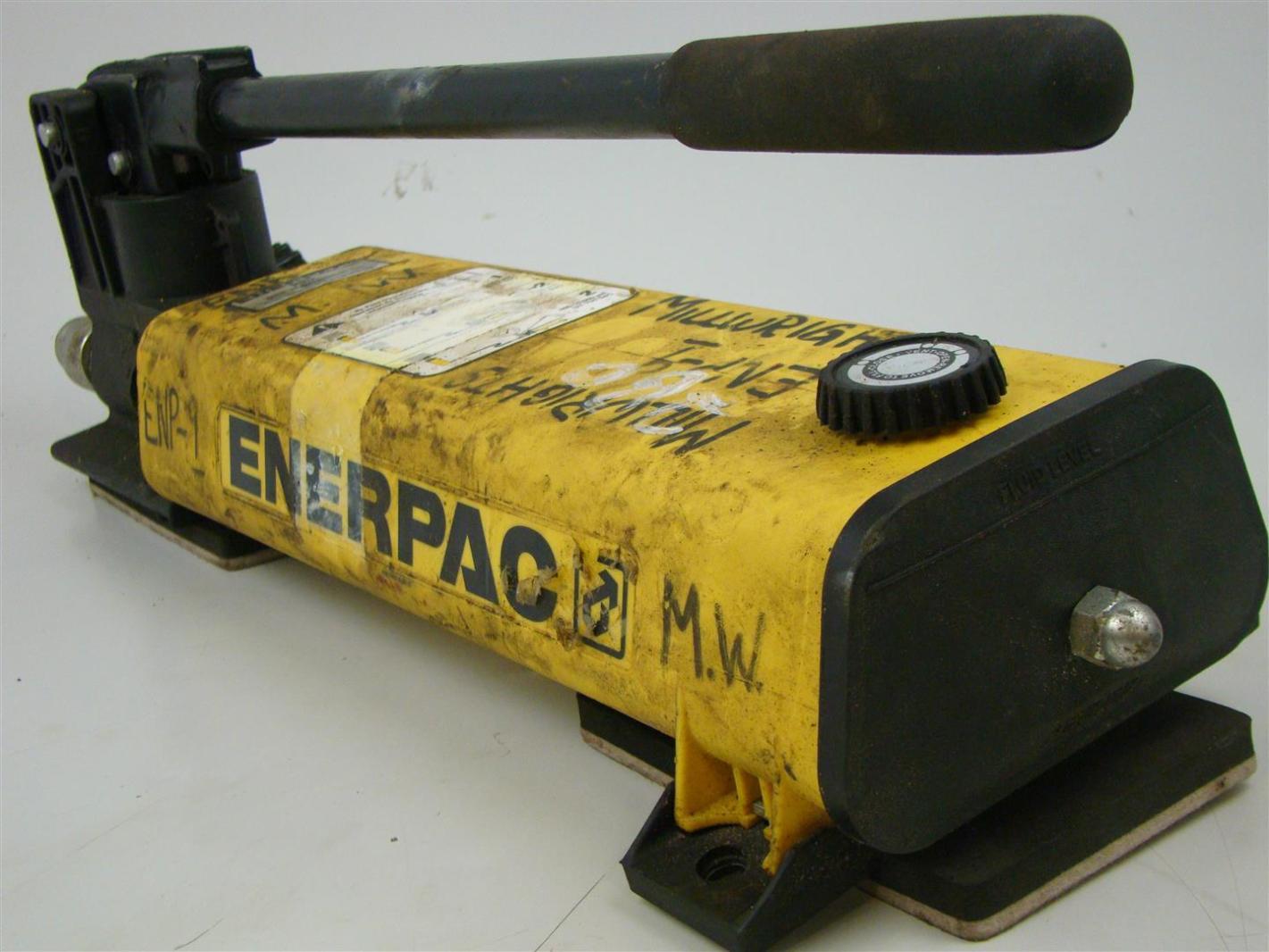 ENERPAC Hydraulic Hand Pump P802 MAX 10000 PSI 700 BAR