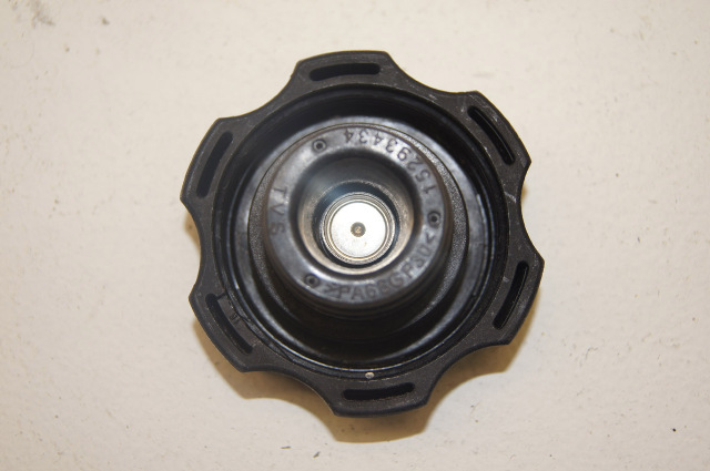 06 buick  saturn radiator cap   see specific