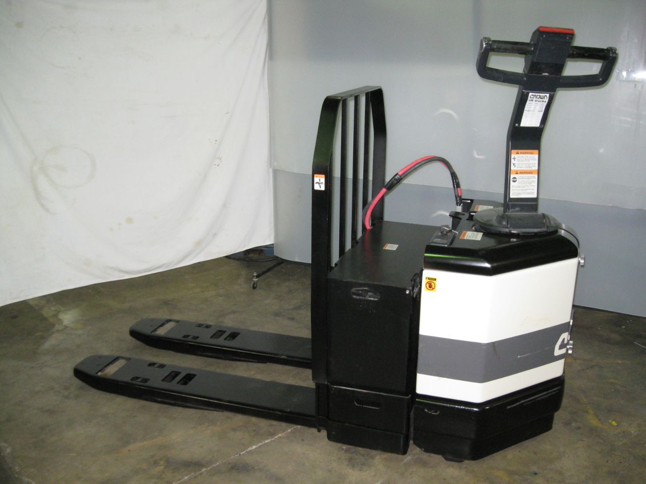 Crown 24v Electric Pallet Jack Pe4000 60 Refurbished Battery 6000 Lb Capacity Ebay