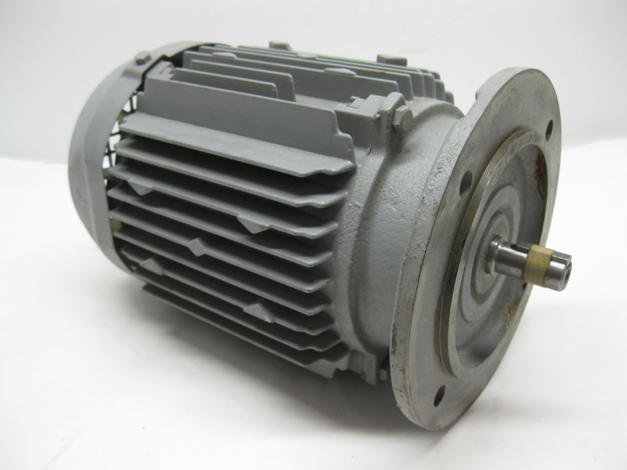 Hitachi vtfo k induction motor 0 4 kw 1700 rpm 4 pole 220v for Three phase induction motor
