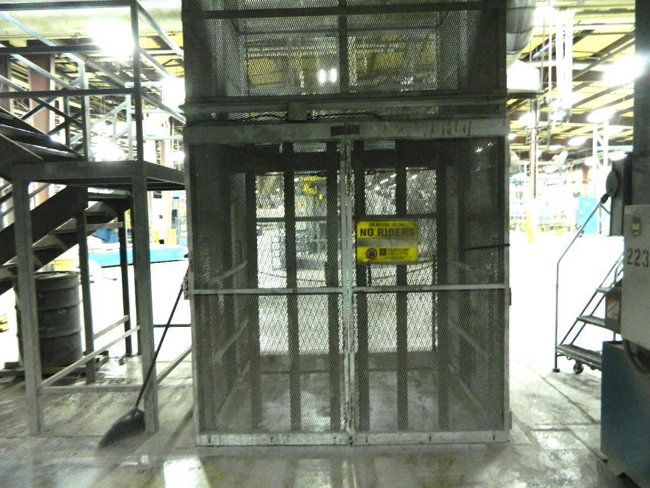 Cip vertical material lift mezzanine elevator 2 story 4 for 1 story elevator