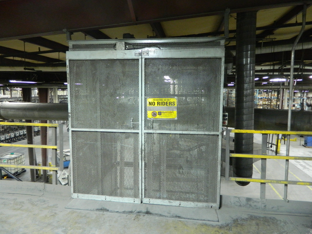 Cip vertical material lift mezzanine elevator 2 story 4 for 2 story elevator