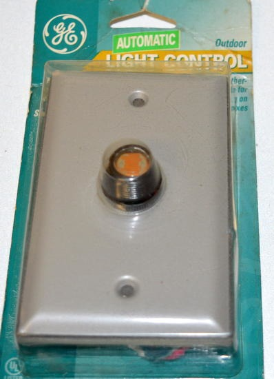 Ge Automatic Outdoor Light Control With Weather Proof Plate For Mounting On Electrical Boxes