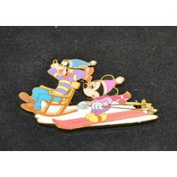 Disney Mickey and Goofy snow skiing. LEof 250 pc.- #97011