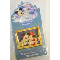 Disney Where Dreams HapPin - Mickey & Minnie in Family Picture LE