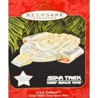 Star Trek Ornament Deep Space 9- U.S.S. DEFIANT lights and sound.07481