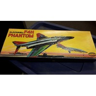 McDonnell F4H Phantom Model Airplane Kit #394-198 1/4 Scale