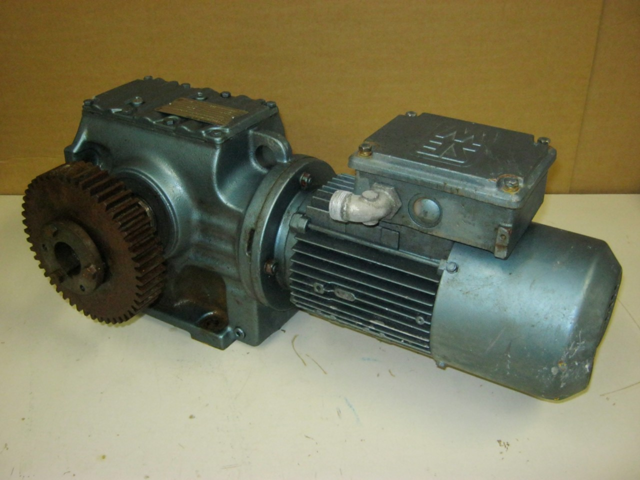 Sew eurodrive 1 hp electric motor reduction gear ebay for Reduction gearbox for electric motor