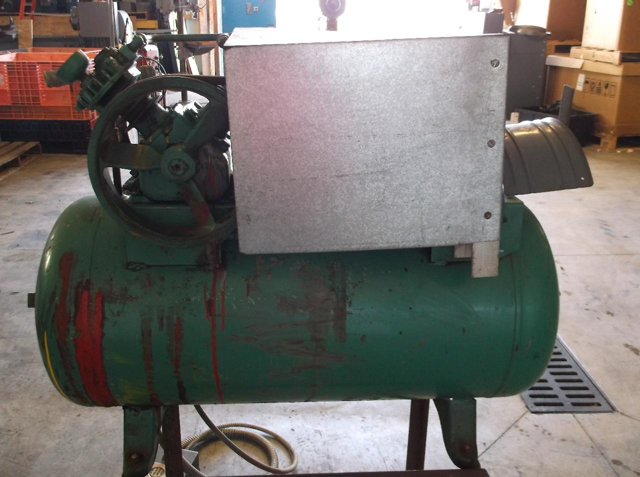 Speedaire 20 gallon horizontal air compressor model 2z051 for Dayton air compressor motor