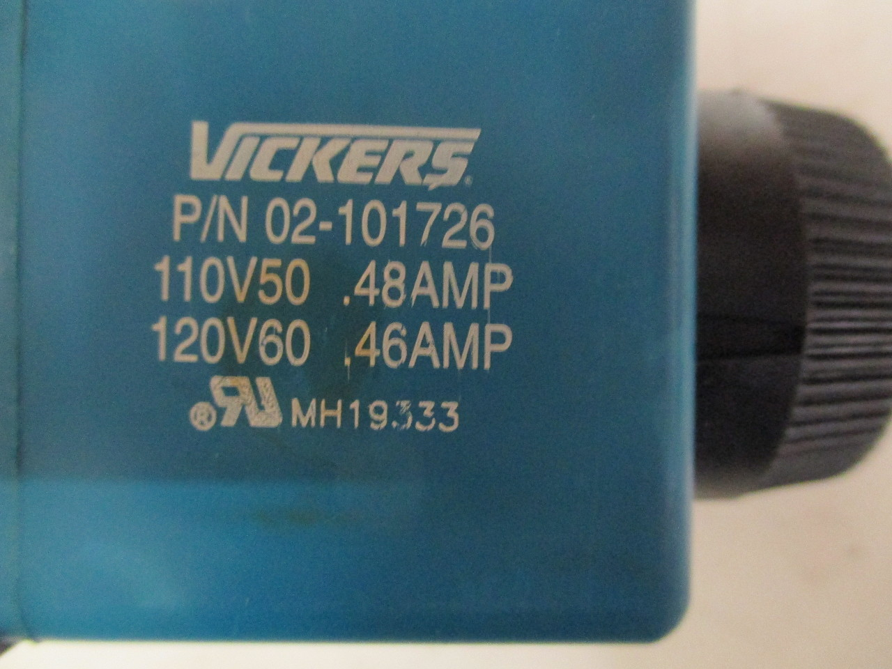 Vickers directional hydraulic control valve DG4V-3S-6C-M-U-B5-60  W/ 2 P/N 02-101726