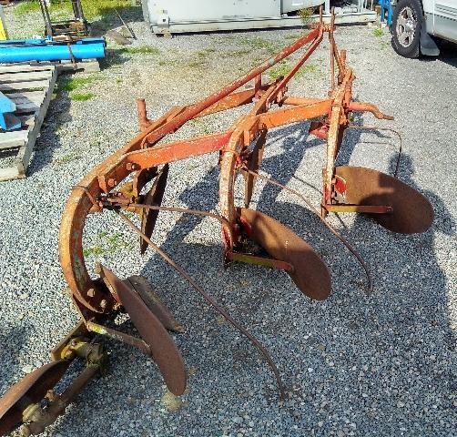 Massey-Harris-Fergusonn A0-14 3x14 bottom moldboard plow