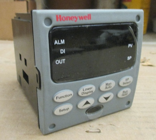 honeywell udc3200 controller dc3200 c0 000r 200 00000 e0 0 with rh davesindustrialsurplus com Honeywell Digital Controller honeywell udc 3300 manual