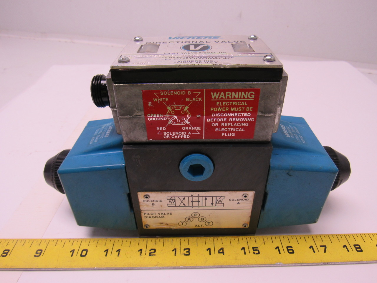 Vickers 02-127554  PA5DG4S4-LW-010C-B-60 Hydraulic Directional Control Valve