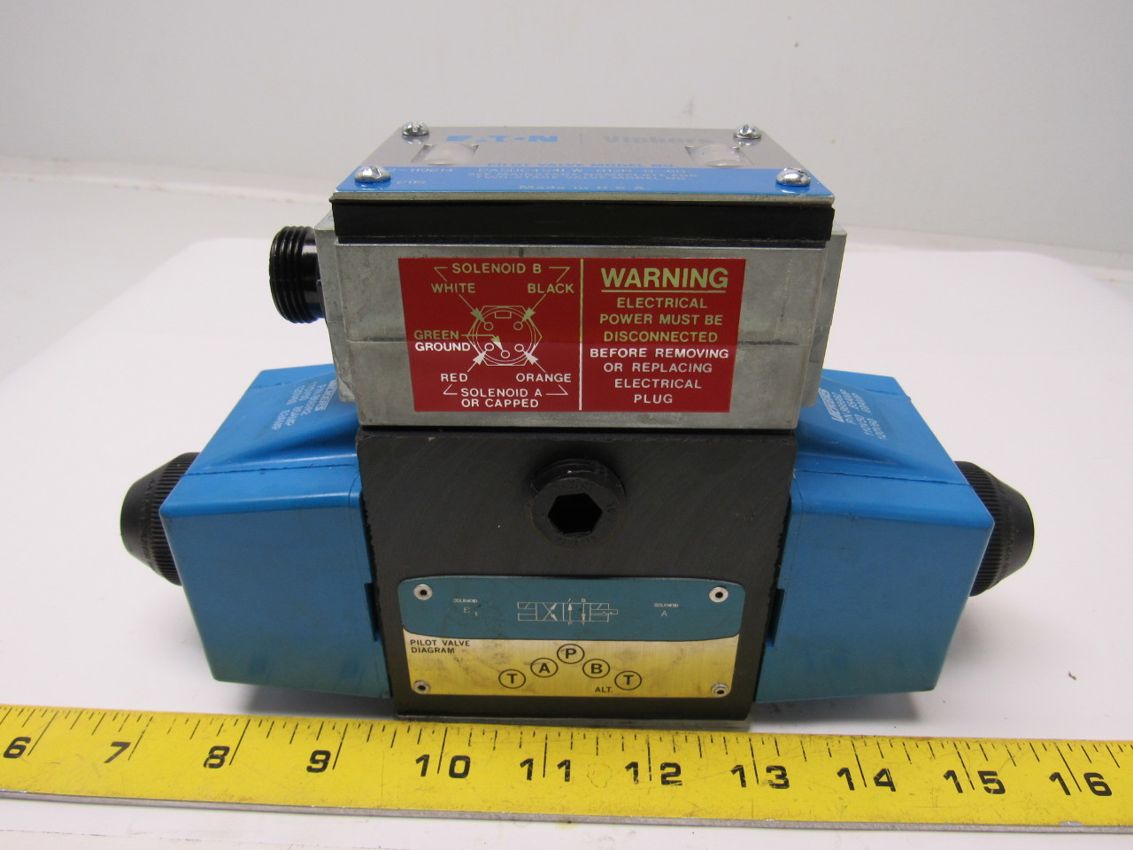 Vickers 02-127554  PA5DG4S4-LW-012N-B-60 Hydraulic Directional Control Valve