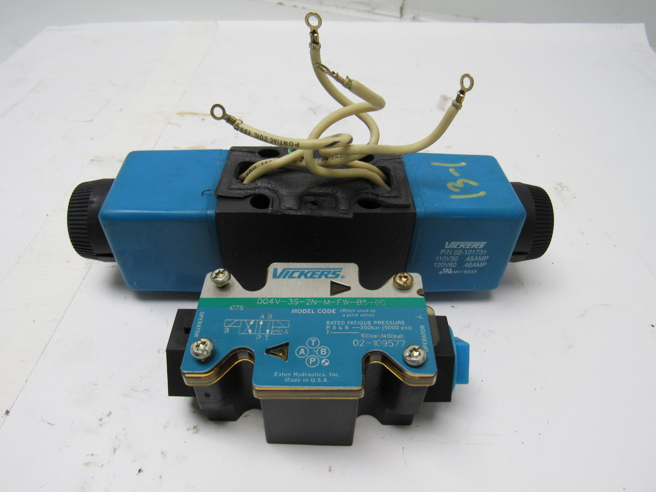 Vickers 02-109577 DG4V-3S-2N-M-FW-B5-60 Hydraulic Directional Control Valve