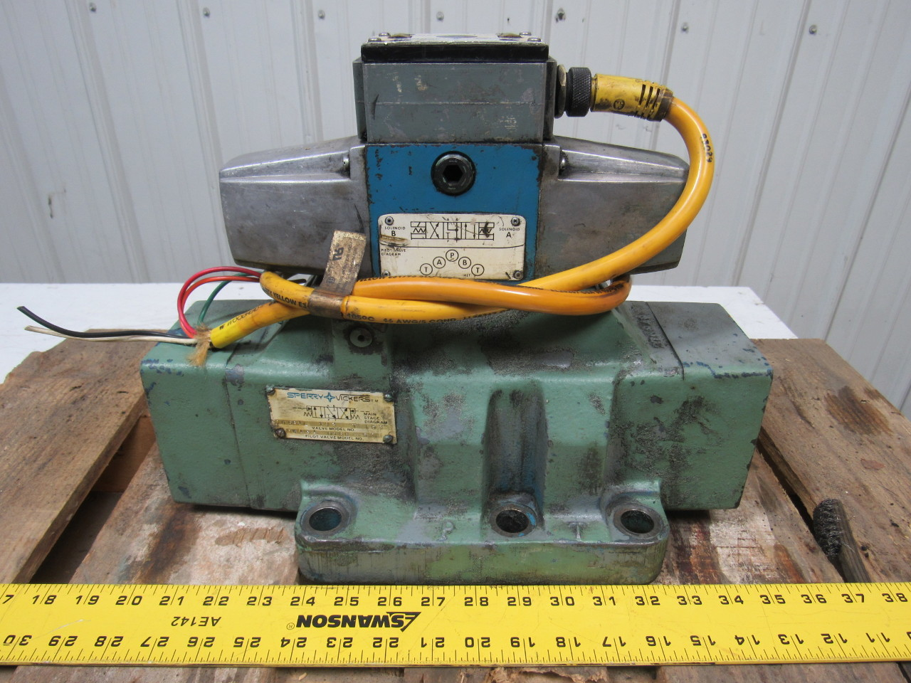 Sperry Vickers DG5S4L 103 T 53 Hydraulic Directional Control Valve
