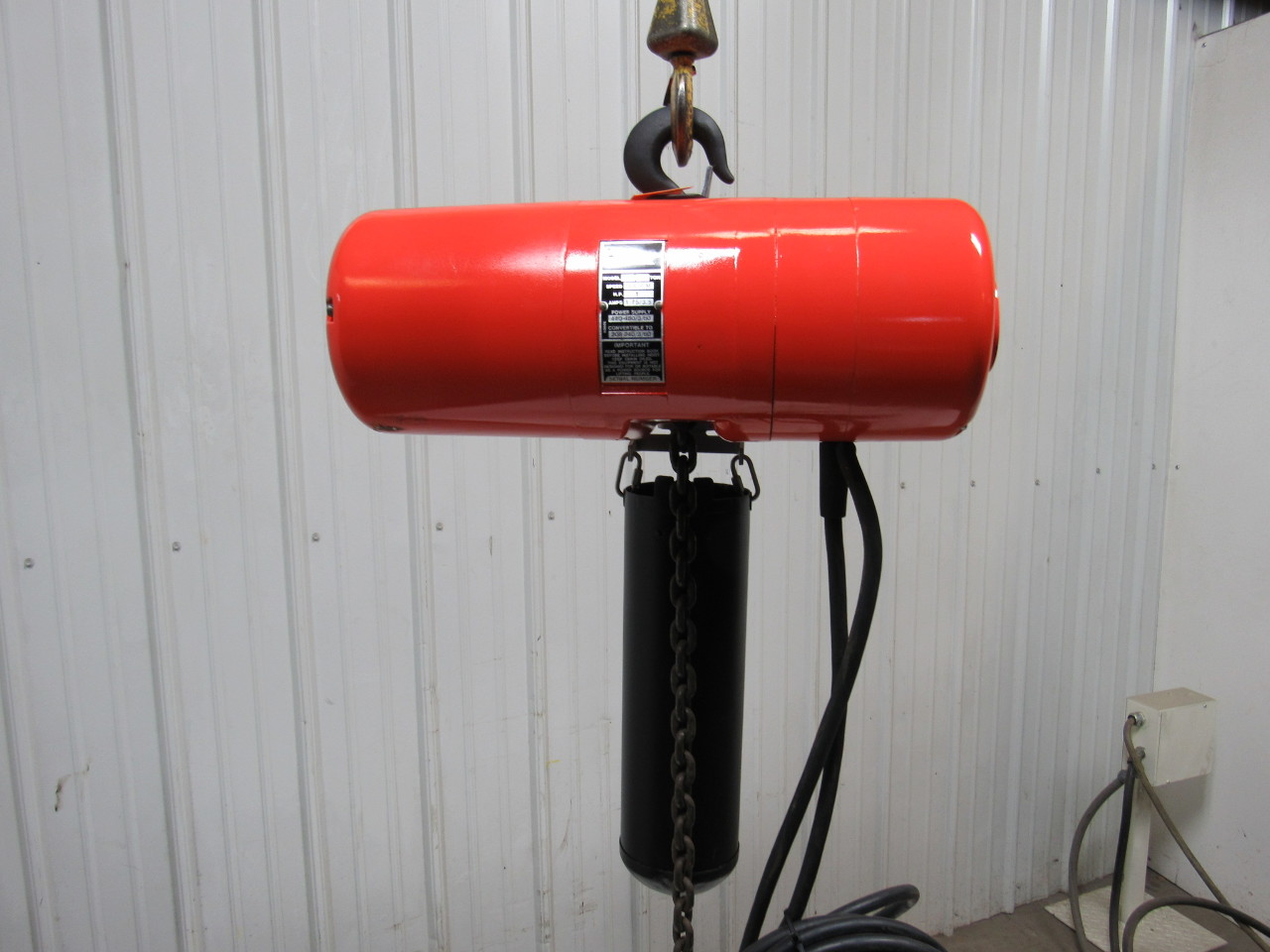 Cm lodestar l electric chain hoist 1 ton 208 240 440 480v for 1 4 ton chain motor