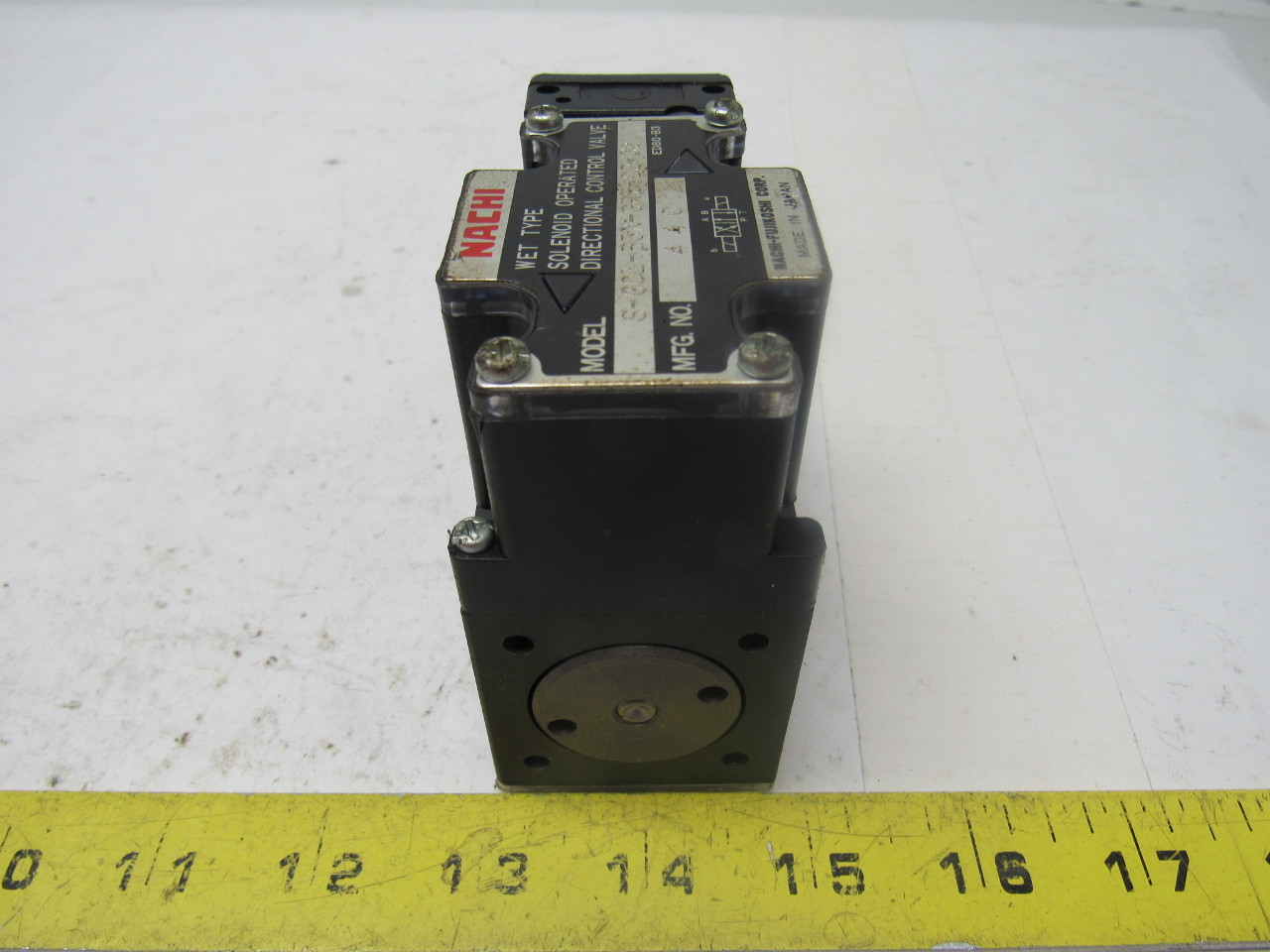 Nachi S-G01-B3X-GRZ-D2-32 Hydraulic Solenoid Directional Control Valve
