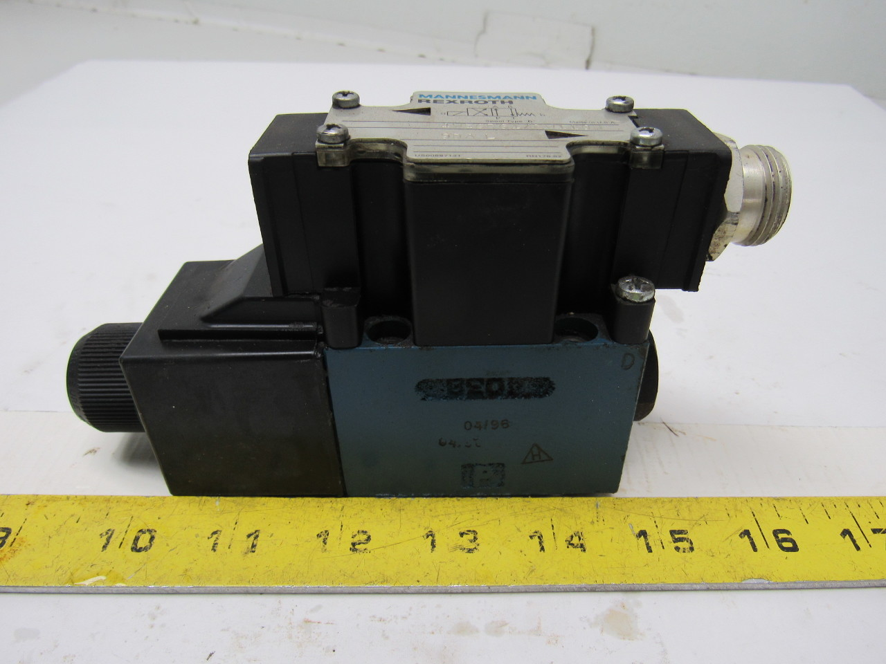 Mannesmann Rexroth 4WE6D61/EW110N Solenoid Operated Directional Valve