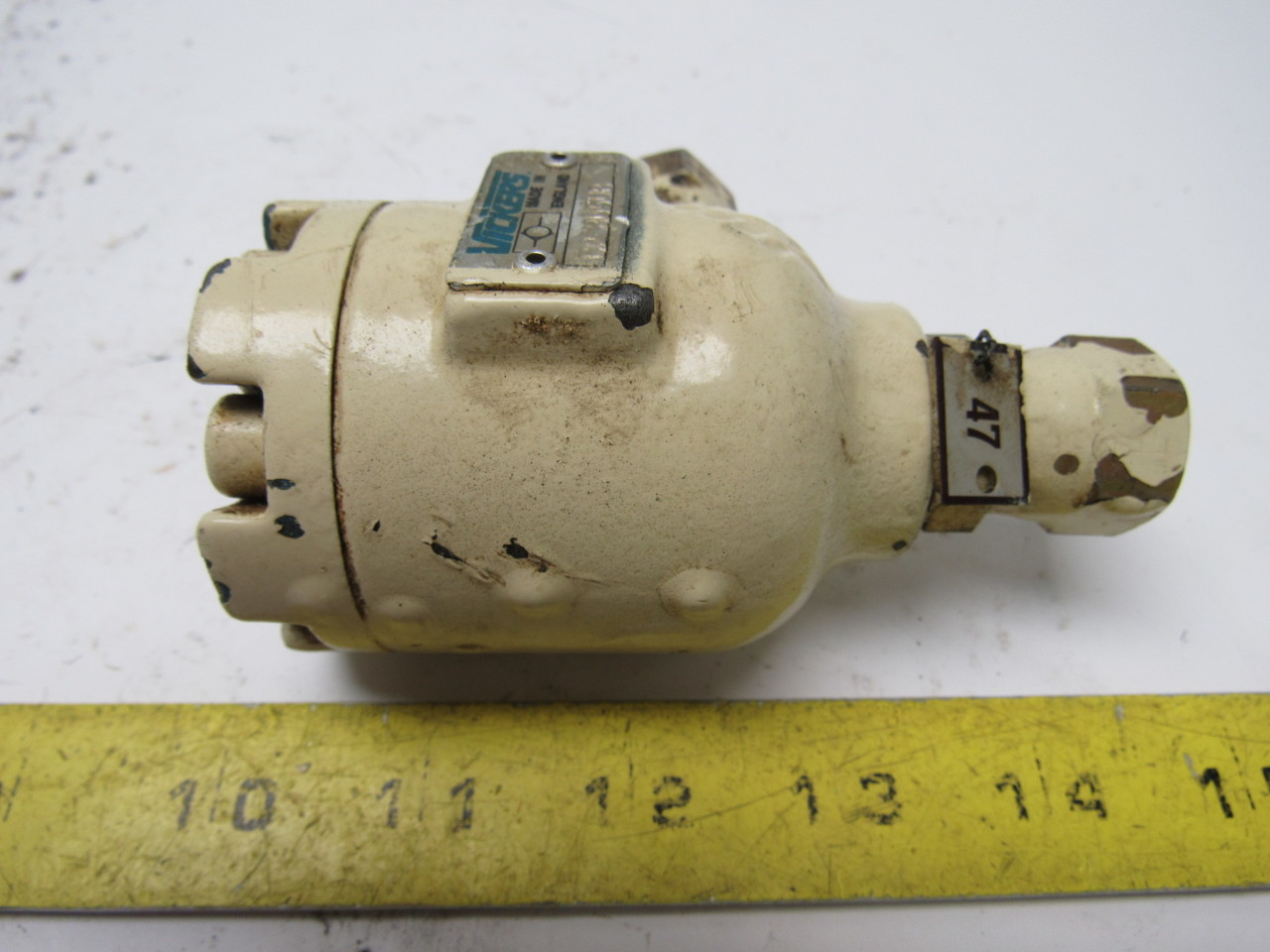 Vickers C2-805UB Right Angle Hydraulic Check Valve 3/8