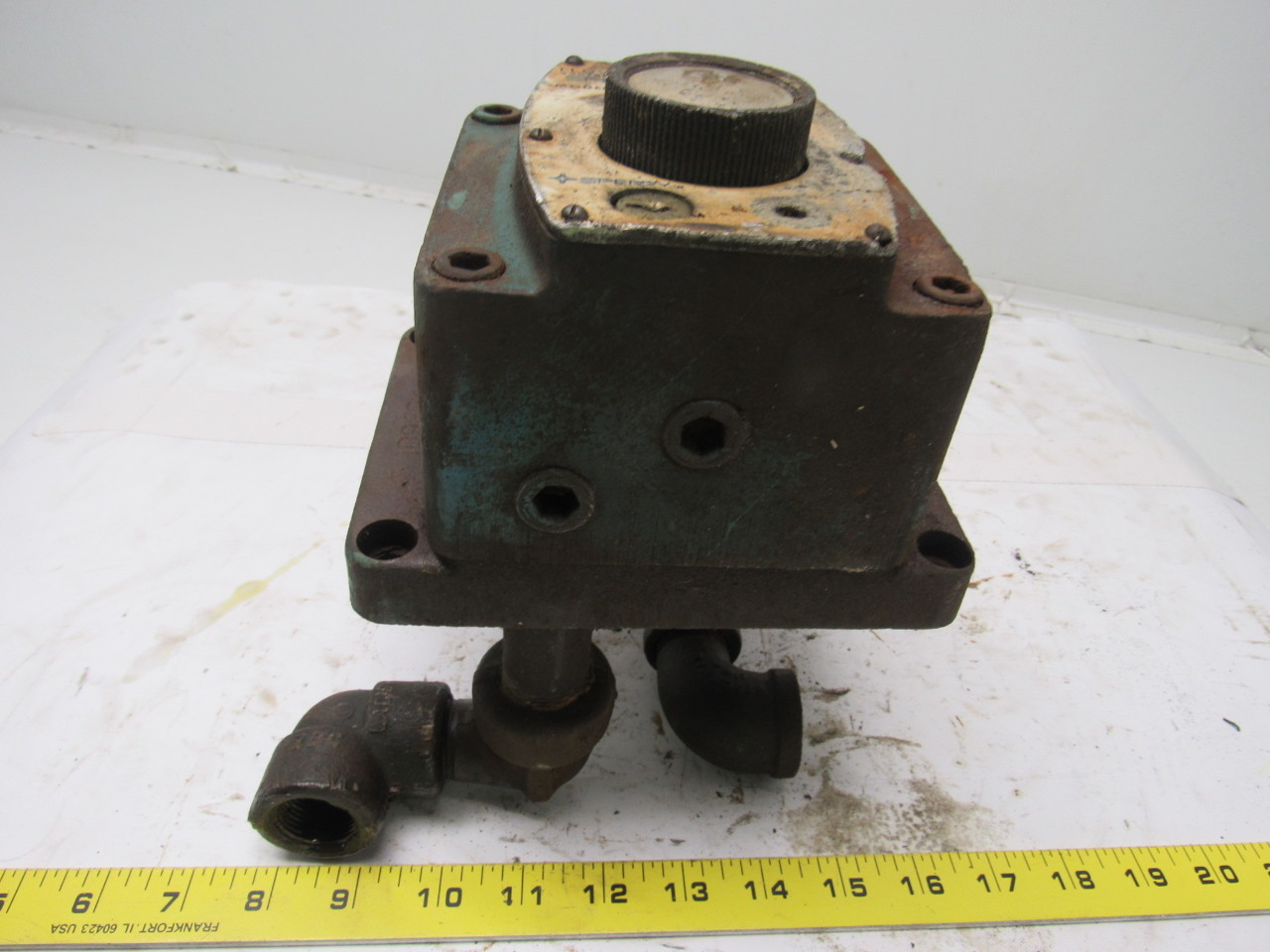 Sperry Vickers FG 03 28 22 330786 Hydraulic Flow Control Valve No Key Used