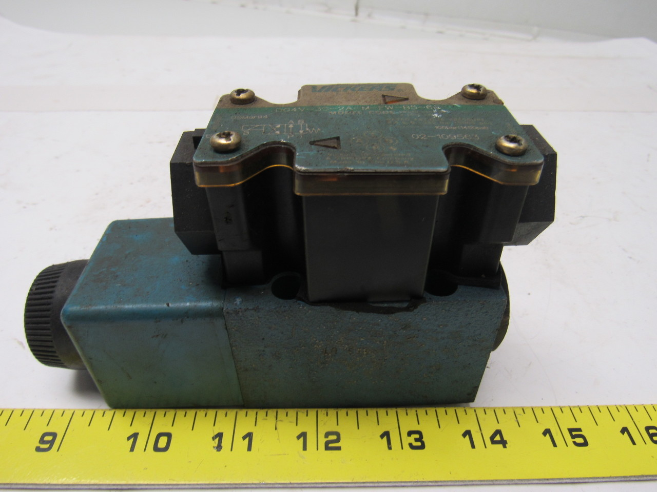 Vickers DG4V-3S-2A-M-FW-B5-60 Solenoid Operated Directional Valve 110/120V