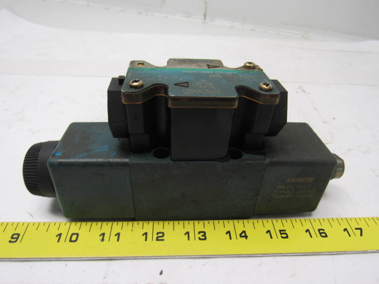 Vickers DG4V-3S-7C-M-FW-B5-60 Solenoid Operated Directional Valve 110/120V
