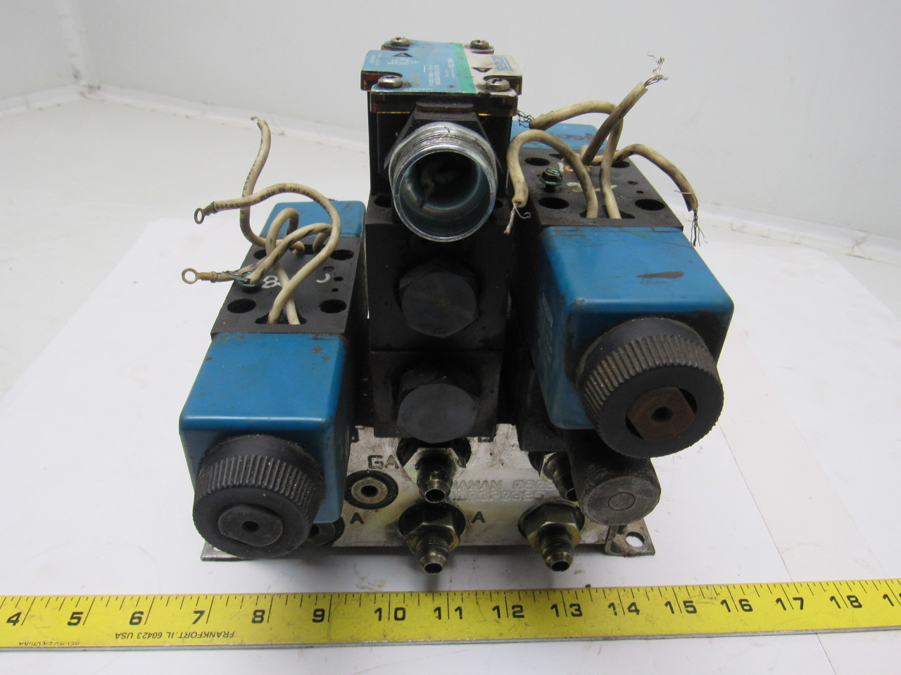 Vickers DG4V-3S-2A-M-FW-B5-60 110V Hydraulic Solenoid Valve W/Aluminum Manifold
