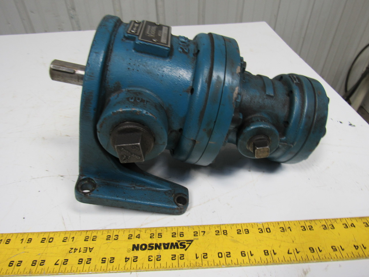 Vickers F3 V138UE20 Intermediate Series Vane Type Double Pump 23GPM Foot Mount