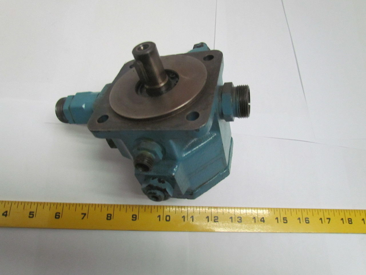 Vickers vva10r ccww20 variable displacement hydraulic vane for Variable displacement hydraulic motor