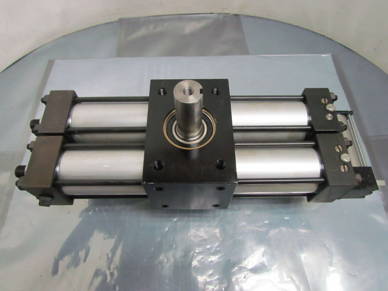 Parker Pneumatic Rotary Actuator 1 1 2 Quot Bore 180 Degree