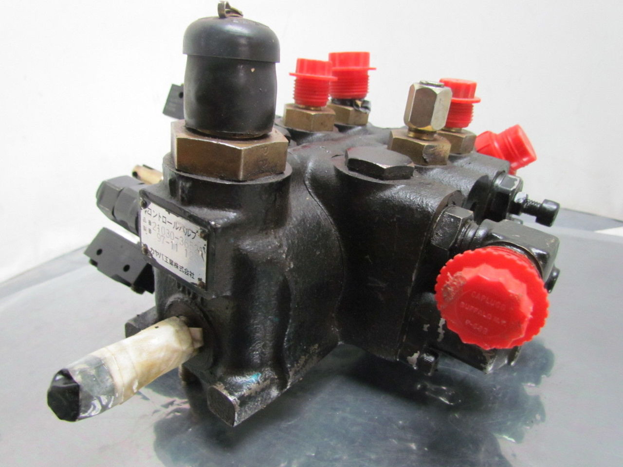 Caterpillar 21030 36525 3 spool hydraulic valve from a for Hydraulic motor spool valve