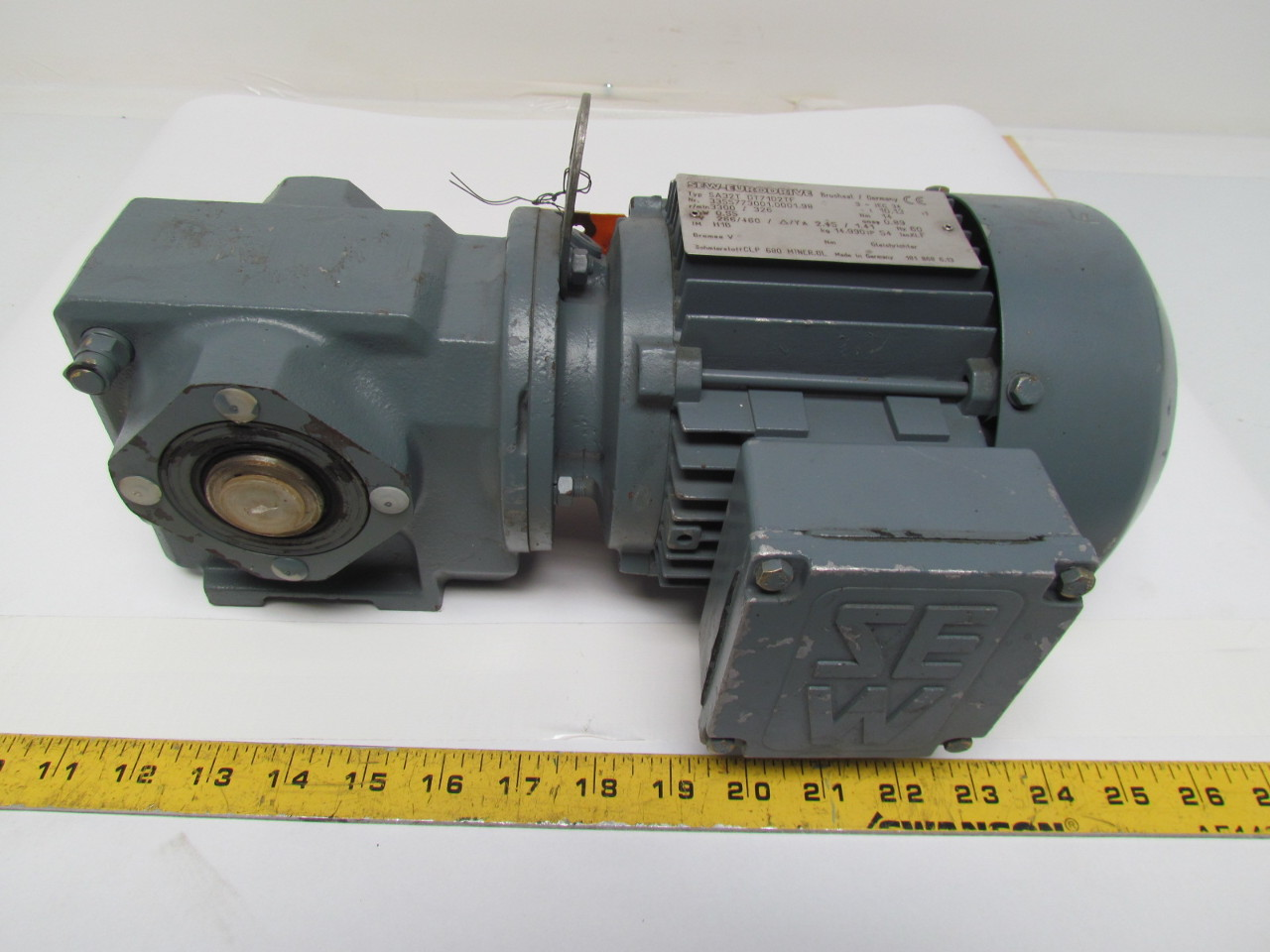 Sew eurodrive sa32t dt71d2tf gear motor 3 4hp 55kw 3ph for 4 rpm gear motor