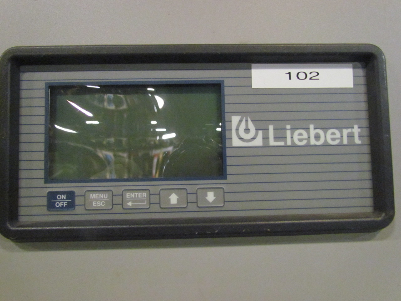 Liebert DH245AUAGEI Deluxe System 3 Chilled Water HVAC Chiller W/3 Fan #464E59