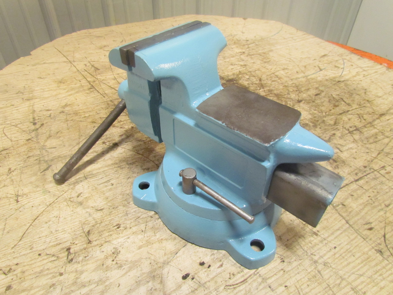 5 Quot Jaw Machnics Bench Vise Opens To 3 Quot Swivel Base
