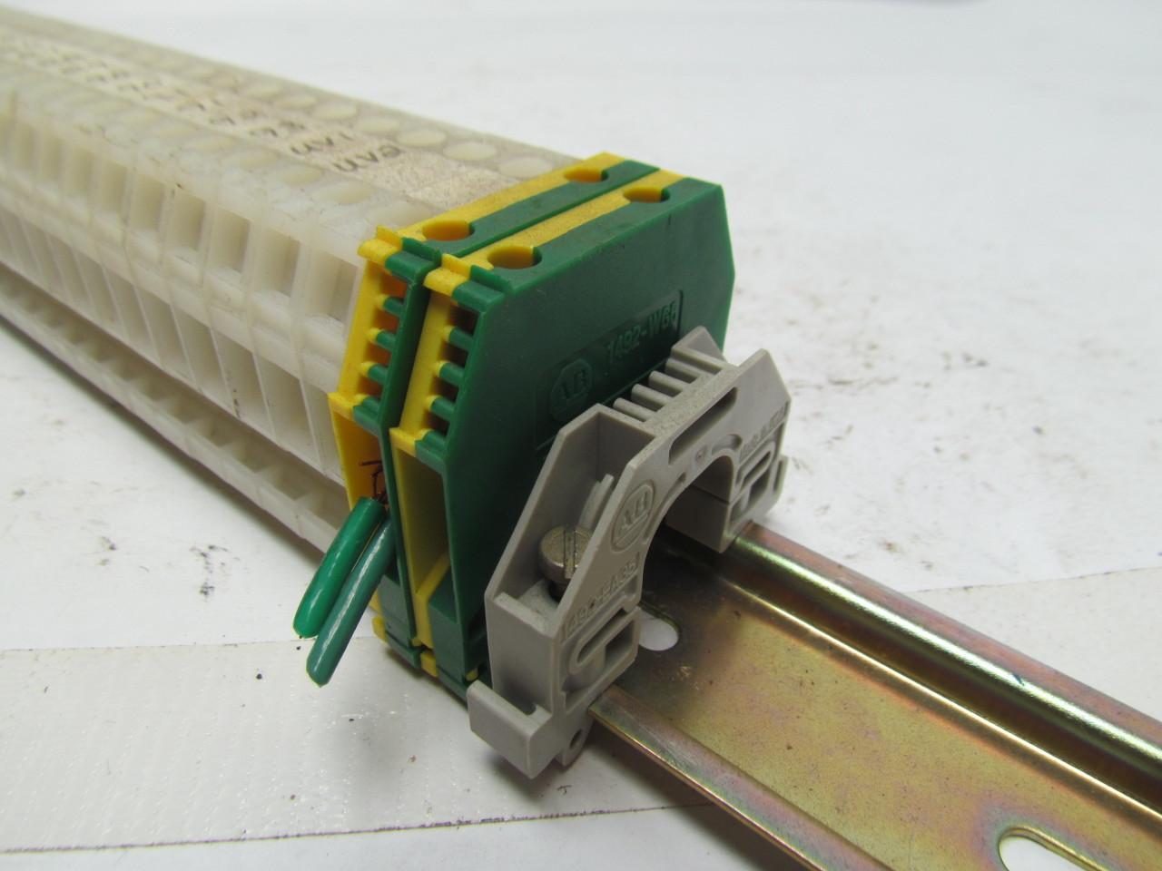 Terminal Blocks Power Distribution Terminal Blocks - Literature Library